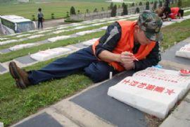 3月17日为英烈墓碑描摹活动