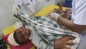 女孩割礼手术是什么_2010年6月6日,印尼,medan belawan:一名男子接受割礼手术.