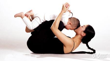 锻炼腹肌,并让宝宝感觉像坐小木马般有趣