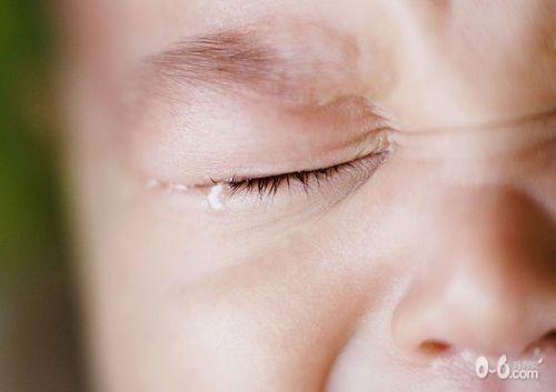 可爱小孩哭图片